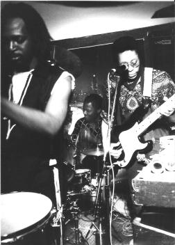 avec Touré Kunda à la Chapelle des Lombards en 1982